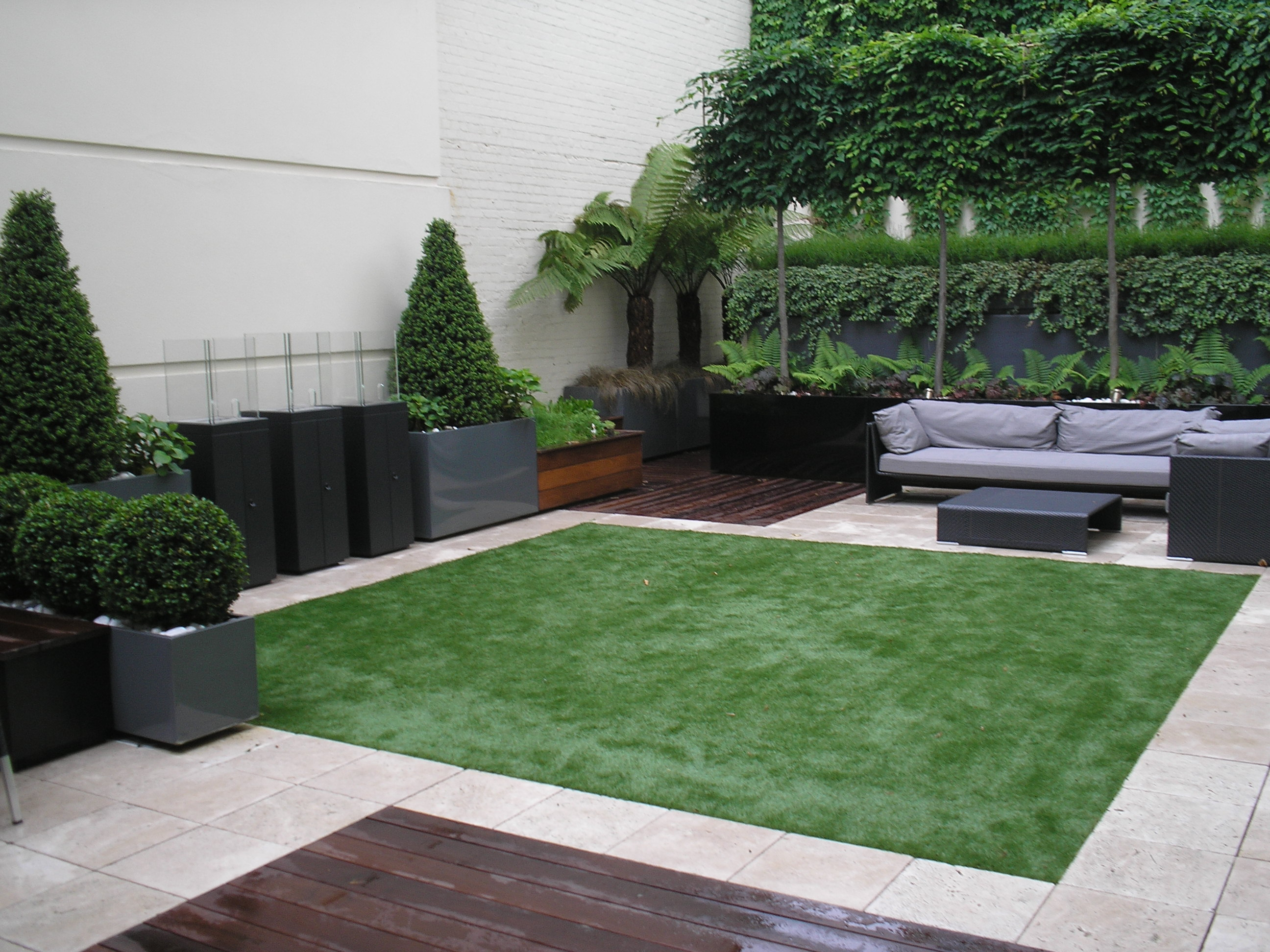 Artificial lawn - Can you tell the difference?