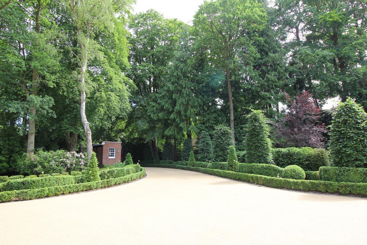 Country Garden - An Entrance with Presence