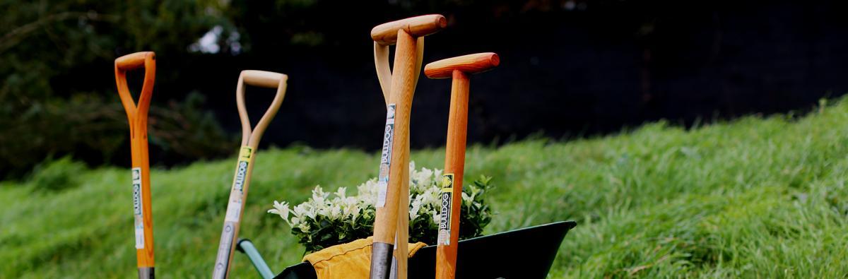 Clifton Nurseries Bulldog Tools Digging Fork Premier - Banner